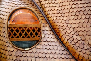 bosnian-retiree-momir-bojic-has-crafted-a-completely-wooden-volkswagen-beetle-from-over-50000-pieces-of-hand-carved-oak-designboom-02