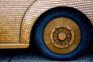 bosnian-retiree-momir-bojic-has-crafted-a-completely-wooden-volkswagen-beetle-from-over-50000-pieces-of-hand-carved-oak-designboom-05