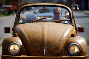 bosnian-retiree-momir-bojic-has-crafted-a-completely-wooden-volkswagen-beetle-from-over-50000-pieces-of-hand-carved-oak-designboom-06